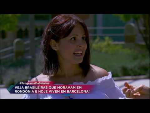 Sabrina Sato conversa com brasileiros que moram em Barcelona