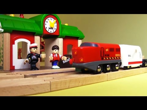 Toy Train to London: Kids Mega Quality Toys BRIO Demo Review: Build & Play Trucks: สาธิตรถไฟของเล่น
