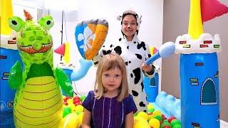 Nastya Play с Папой и Мамой играют в Магазин с игрушками