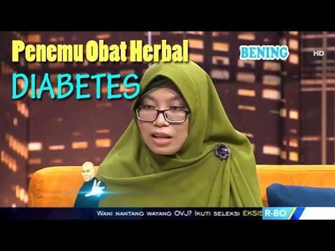 GITA ADINDA NASUTION Penemu Obat Herbal Diabetes • Hitam Putih 21 April 2017