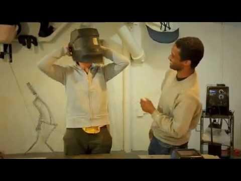 "Leon Reid IV ""Dans Tes Yeux"" French television interview."