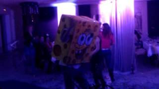 Спанч Боб взорвал танцпол,порвал сценарий ;)(Это видео загружено с телефона Android., 2012-01-15T20:38:33.000Z)