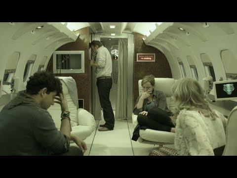 【喵嗷污】4人抽中免费豪华游,登上一架私人飞机后,却发现这是架死亡航班《紧急按钮》几分钟看惊悚片