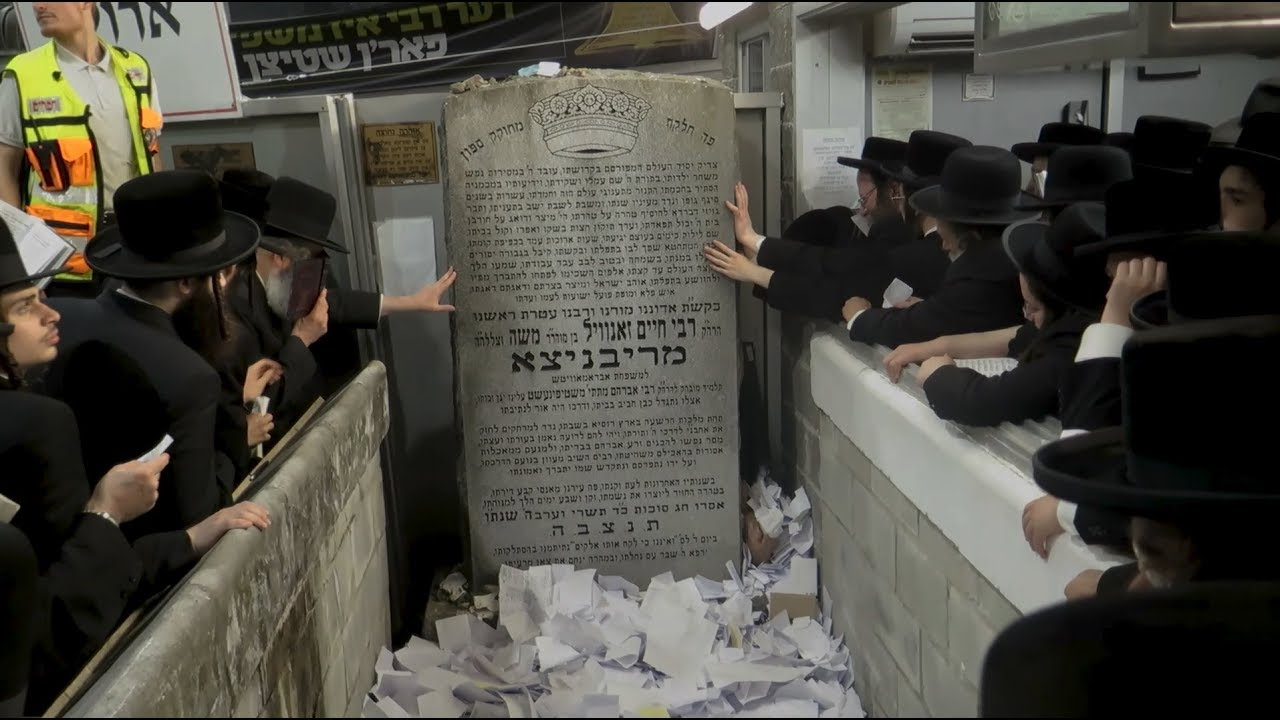Thousands at the Kever For Ribnitzer Rebbe's Yahrtzeit