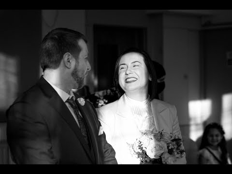Intimate wedding in London - A pandemic couldn't stop true love!
