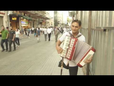 İstiklal Caddesi Müzisyenlerinden (Rumen Florin )