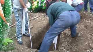 Эксгумация тела Артема Карлышева попала в ловушку хакасского следствия(1 августа в 10 утра на абаканском кладбище на Верхней Согре прошла процедура эксгумации Артема Карлышева...., 2013-08-01T06:06:21.000Z)