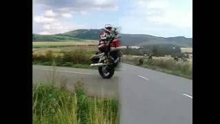 jízda po zadním silniční i terénní motorky, streetfighter stunding show
