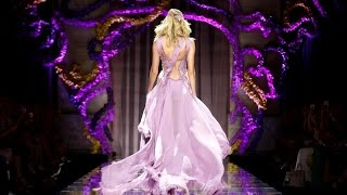 Versace | Haute Couture Fall Winter 2015/2016 Full Show | Exclusive(Atelier Versace | Haute Couture Fall Winter 2015/16 by Donatella Versace | Full Fashion Show in High Definition. (Widescreen - Exclusive Video - Paris), 2015-07-08T15:58:06.000Z)