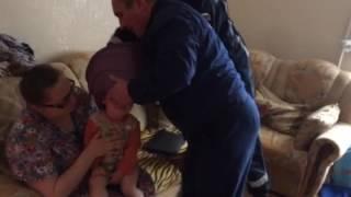 Спасатели освободили голову ребенка из пластмассового горшка