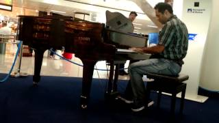 Airport Passengers Were Amazed By A Passenger Playing Piano