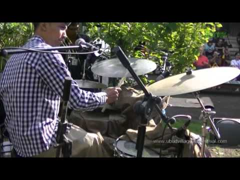 """BALI JAZZ ETHNIC Gustu Brahmanta Trio """"Legong Keraton"""" Ubud Village Jazz Festival 2014"""