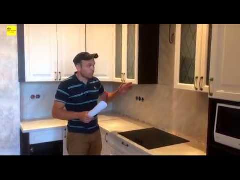 Кухня с нестандартными навесными шкафами