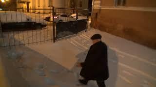 Адвокат Олега Сорокина убегает от журналистов