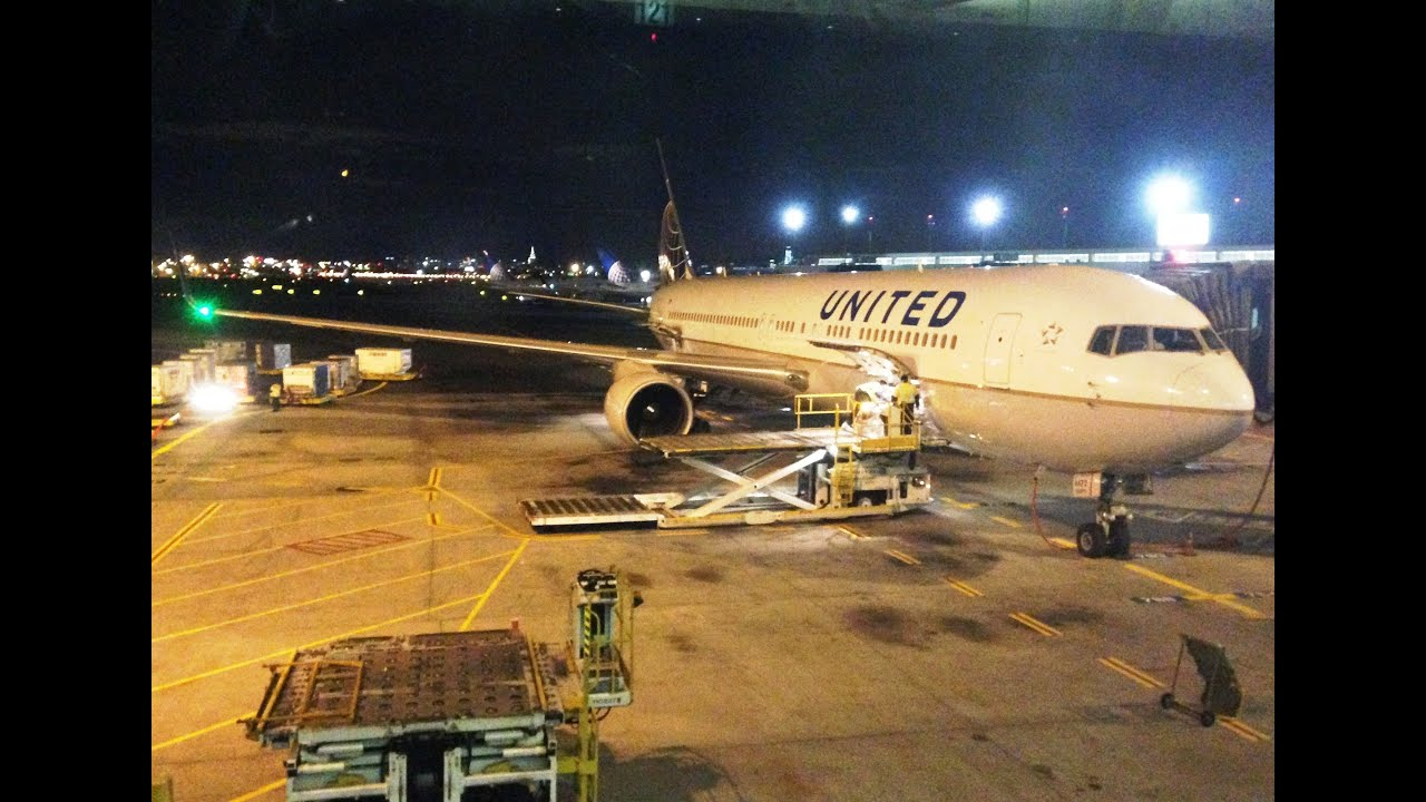 ENGINE MALFUNCTION! United 767-300WL Takeoff from Newark w/ Stunning view of NYC!
