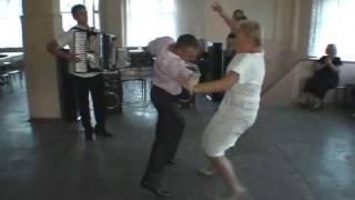Пьяный прикол на свадебном танц поле. Drunk dancing