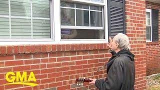 Man sings outside nursing home window to longtime girlfriend l GMA Digital