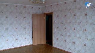 Мэр Сергей Бусурин и прокурор Максим Синяев вручили ключи от квартир детям-сиротам