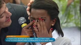 Menina cai em brincadeira de Rodrigo Faro e se emociona ao conhecer Kell Smith