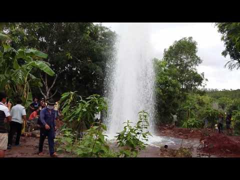 Chuyện lạ! vòi rồng phun nước cao 20 mét tại Việt Nam !!!