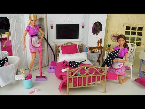 Barbie Hotel Bedroom Cleaning Morning Routine - Pink Doll Bathroom