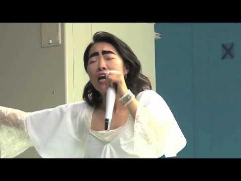 イモトアヤコさんが初レコーディング!100万人コンサートで バラード「100万もの愛」を熱唱!