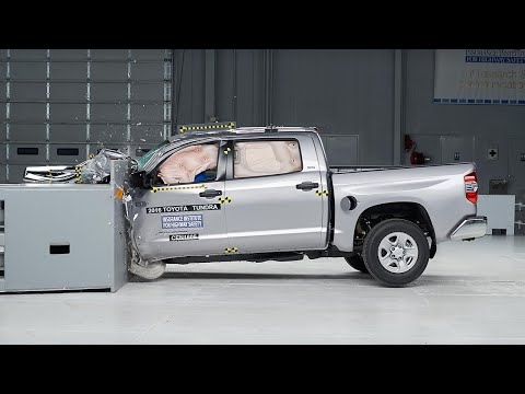 2016 Toyota Tundra crew cab driver-side small overlap test