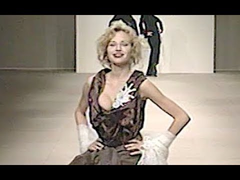 VIVIENNE WESTWOOD Fall 2000/2001 Paris - Fashion Channel