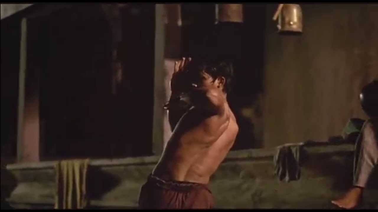 Tony Jaa Training ( Ong-Bak Original Clip! )