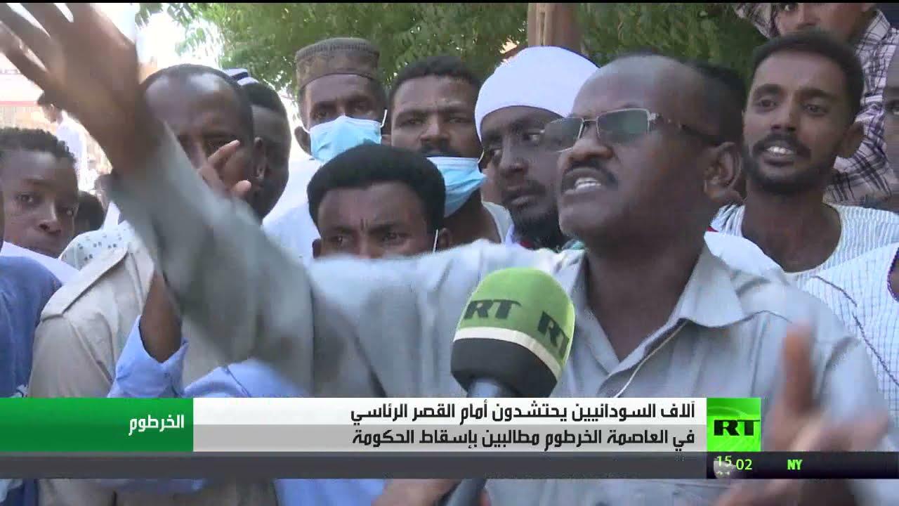 متظاهرون يعتصمون أمام قصر الرئاسة بالخرطوم