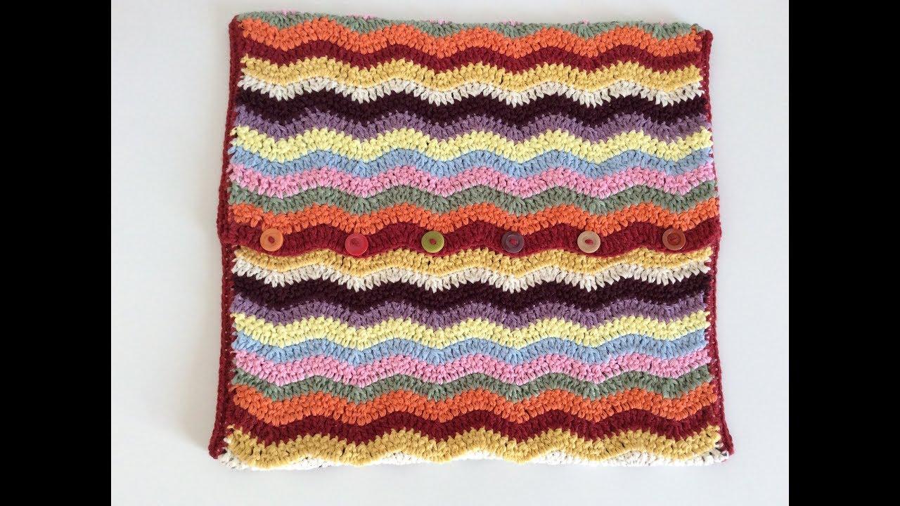 Renkli tığ işi zigzag kırlent yastık örülüşü