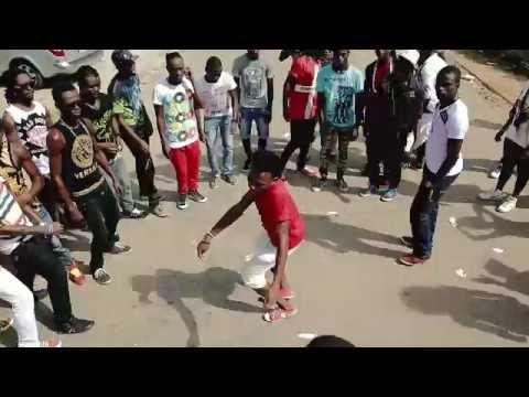 Tour 2 Garde - Démonstration de la danse Makassa