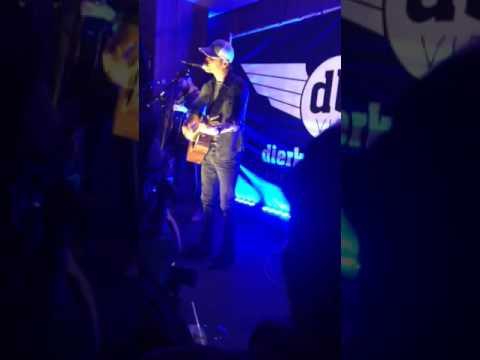 Dierks Bentley settle for a slowdown acoustic