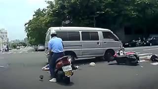 Придурки за рулем...Аварии...Дебилы на дороге.--