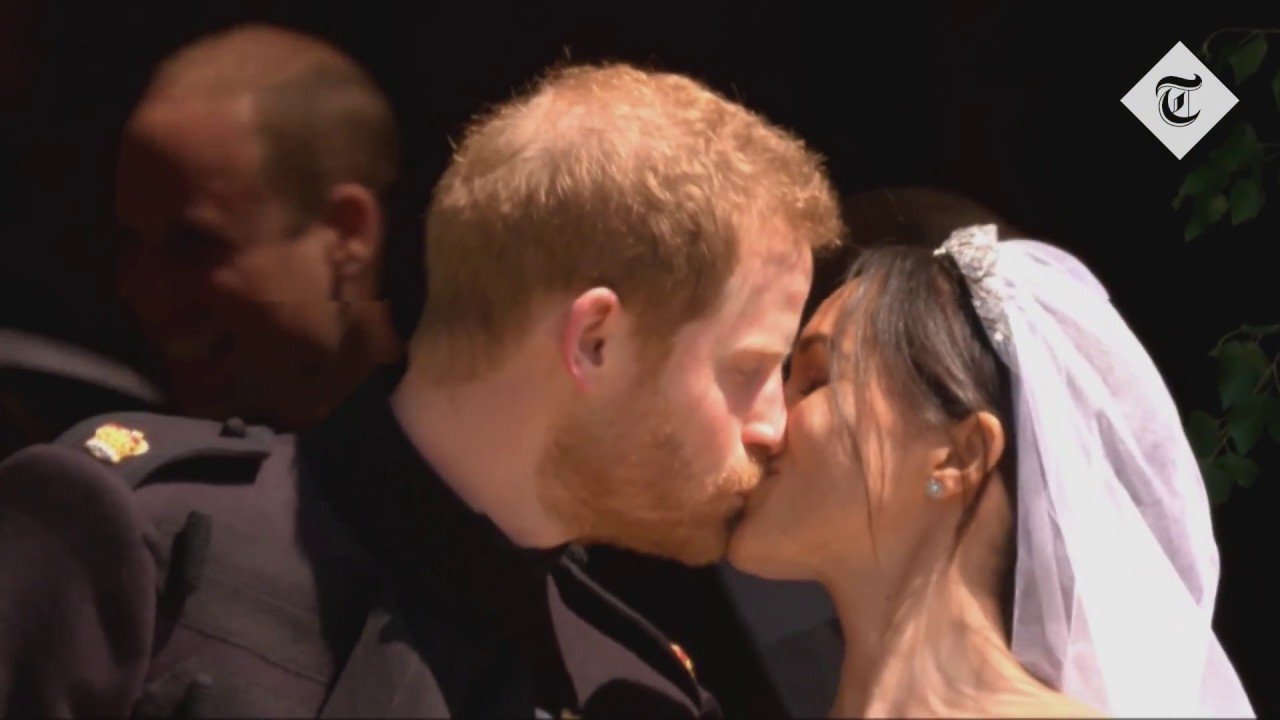 Royal Wedding Kiss.Royal Wedding The First Kiss Between Prince Harry And The Duchess Of Sussex