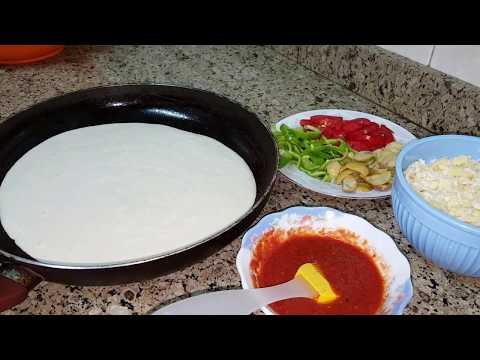 صورة  طريقة عمل البيتزا أسهل طريقة لعمل البيتزا(البيتزا السائلة/بيتزا الطاسة) بدون عجن ولا فرن والطعم رائع 👍👍 الوصف👇👇👇 طريقة عمل البيتزا من يوتيوب