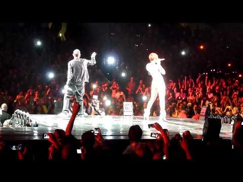 Rihanna & Eminem - Love The Way You Lie (Live @ Staples Center) [7.21.10]