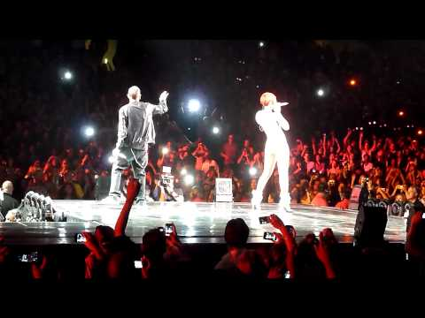 Rihanna & Eminem  Love the Way You Lie  @ Staples Center 72110
