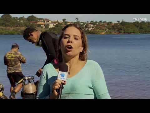 Mergulhadores Da PM Ambiental Do DF Recolhem Lixo Do Lago Paranoá