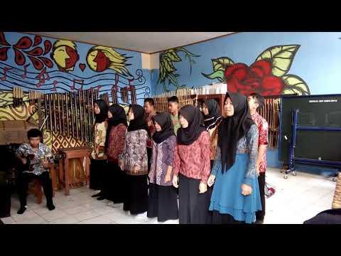 Karatagan ki sunda Siswa siswi SMA pelita bunga bangsa