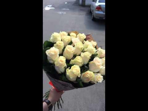 25 кремовых роз Талея