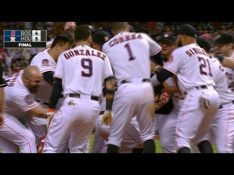 Altuve hits walk-off homer, confirmed in 9th