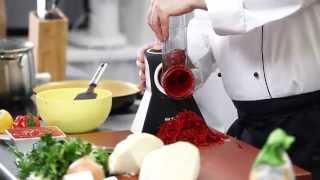Красный борщ с пампушками - ресторанный рецепт Уриэля Штерна