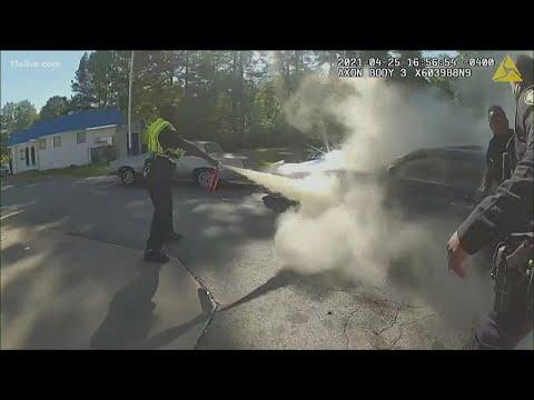 Atlanta-police-officers-save-man-from-burning-car