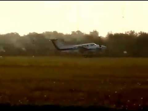 Beech King Air, aterrizaje de emergencia en San Fernando