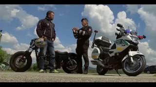 Policajt a policajná motorka
