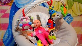 ✿Арина играет с куклой, готовит обед и кормит малышку/Как мама/ Видео для девочек
