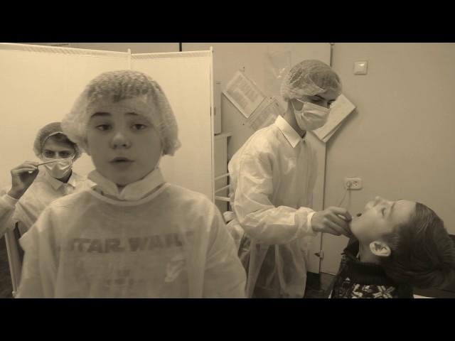 """Изображение предпросмотра прочтения – «Телерадиокомпания """"45-я параллель""""» представляют буктрейлер кпроизведению «Хирургия» А.П.Чехова"""