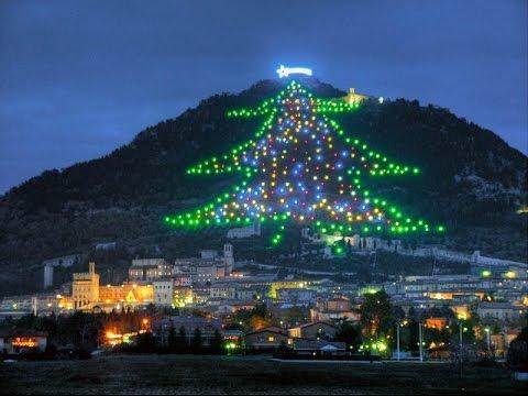 Albero Di Natale Gubbio.Gubbio Italy L Albero Di Natale Piu Grande Del Mondo The