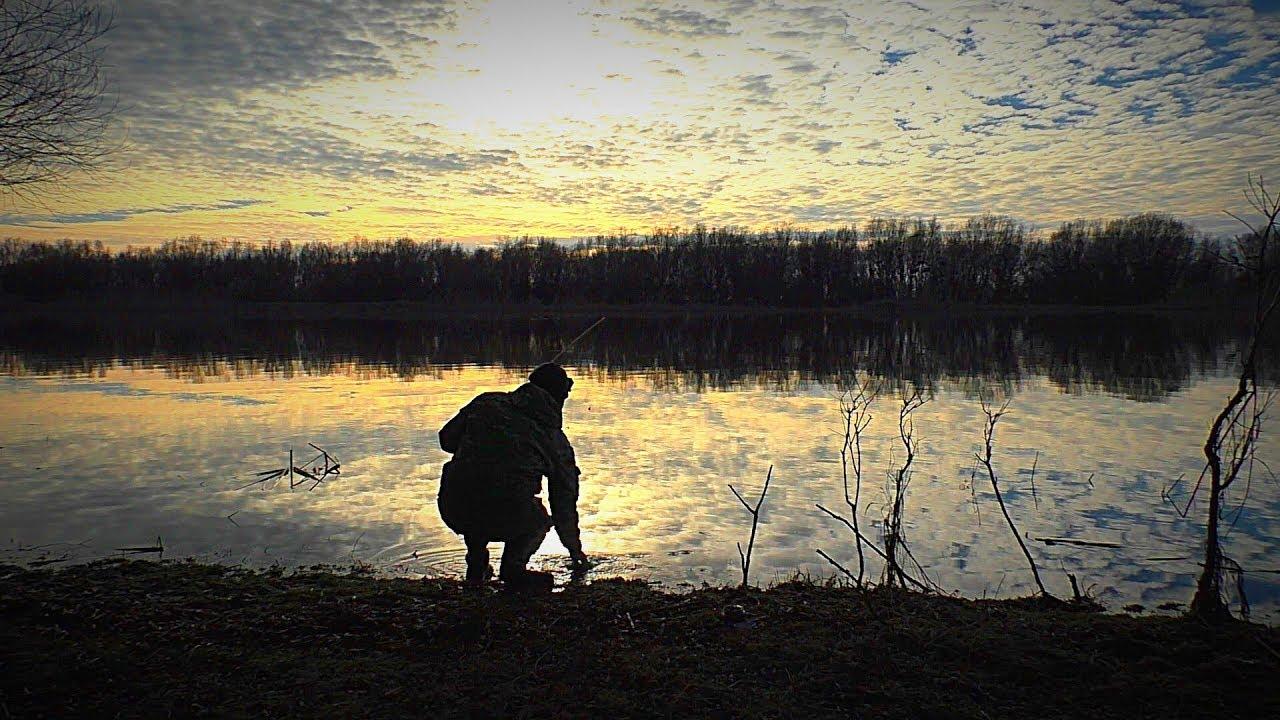 Первая рыбалка зимой. Тепло, туманы, пришла вода. Поиск рыбы. Рыбалка с ночёвкой.